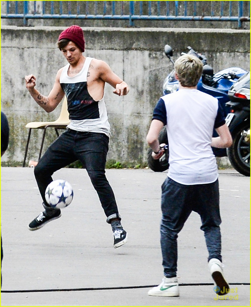 niall horan louis tomlinson soccer studs 07
