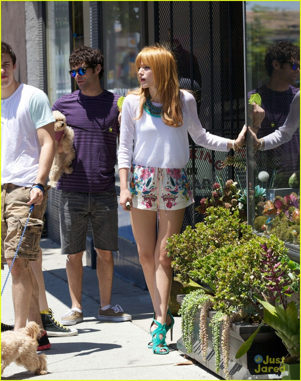 Bella thorne life information - Bella Thorne Girls Life Cover Flowers 05
