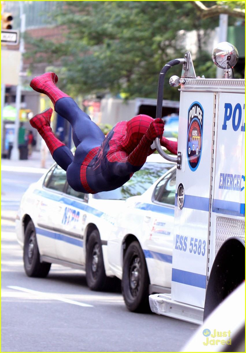 andrew garfield spiderman young fans 04