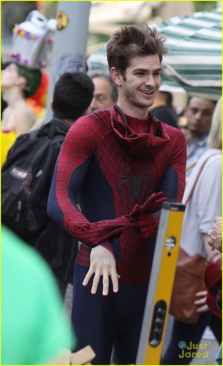 andrew garfield spiderman young fans 12