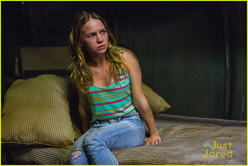 britt robertson under dome pics 03