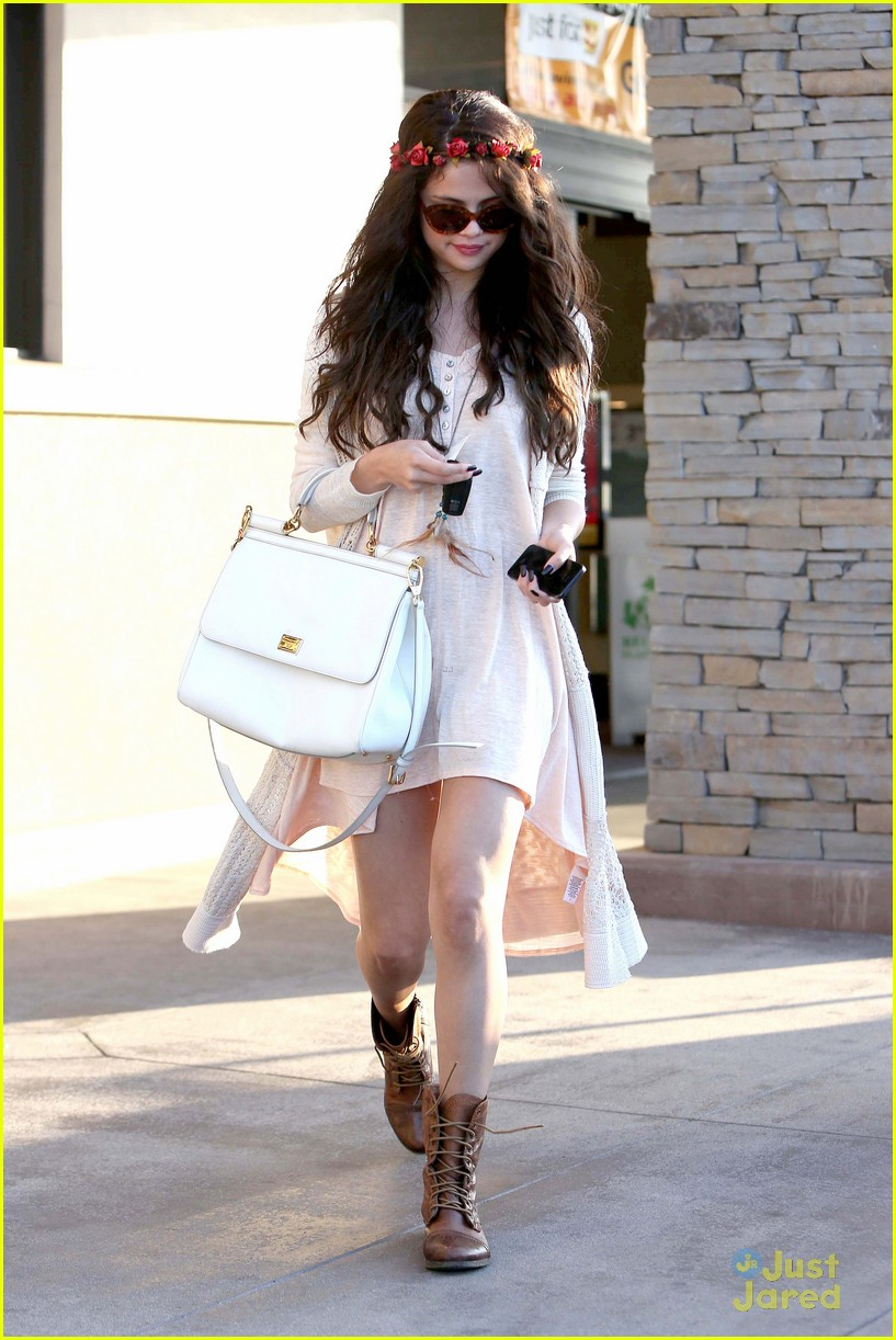 selena gomez lunch baby sister 01