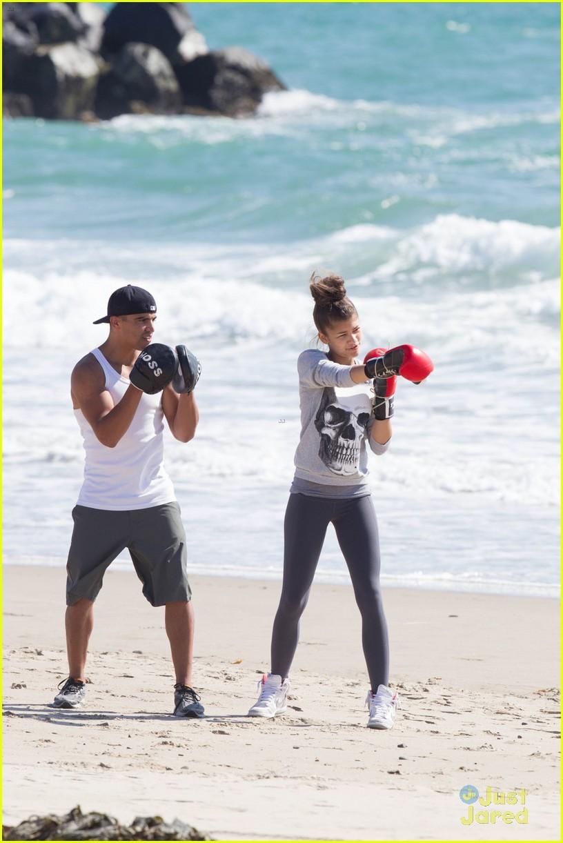 - Boxing Lesson! Beach Photo  Photo Zendaya: 567160 |