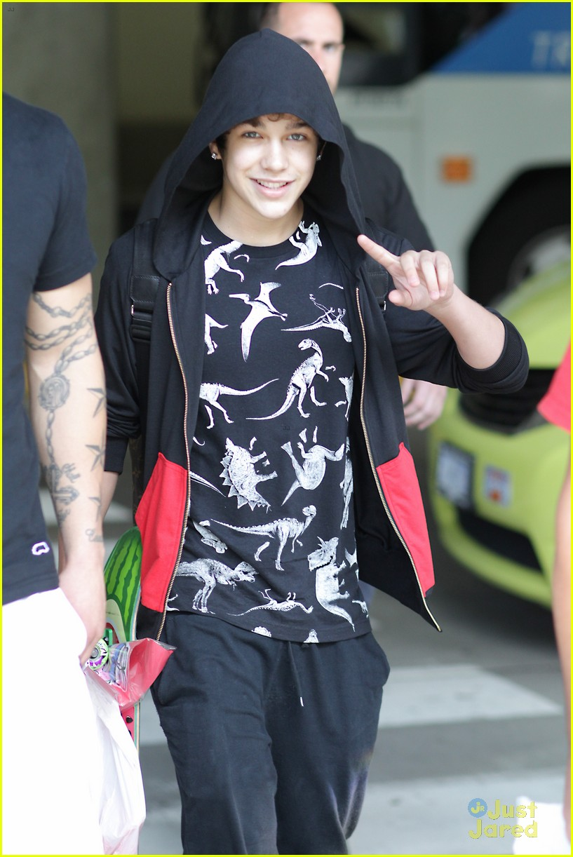 austin mahone arrives in vancouver 05