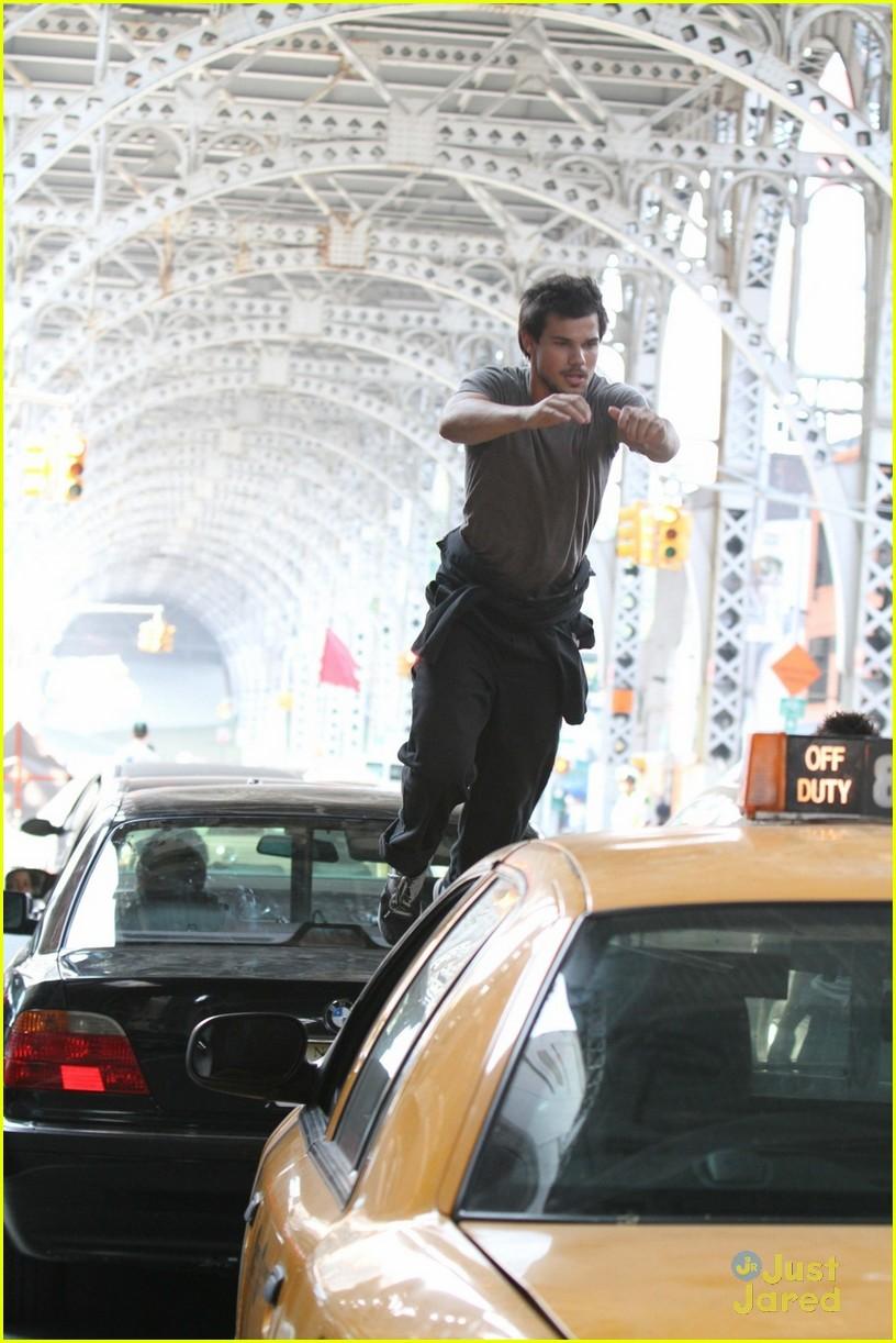 taylor lautner films stunt scenes fo tracers 01