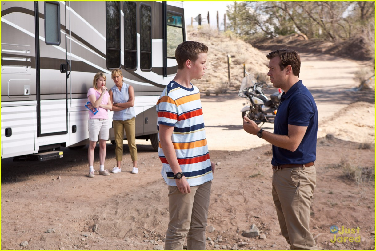 Molly Quinn & Will Poulter: 'We're the Millers' Movie Stills!
