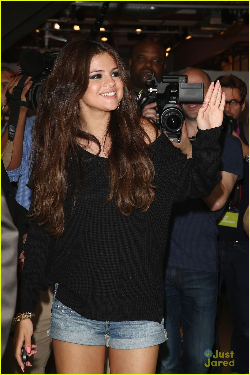 selena gomez adidas photocall in berlin 08