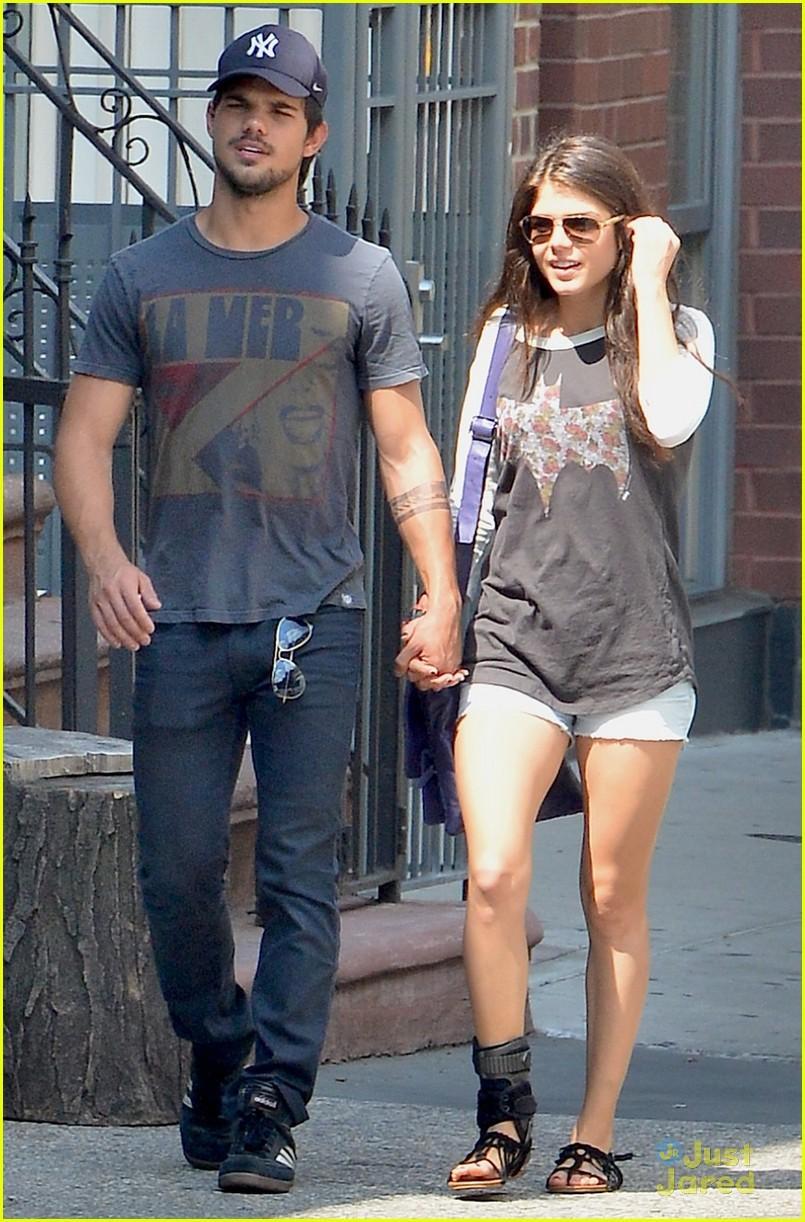 Taylor Lautner & M...