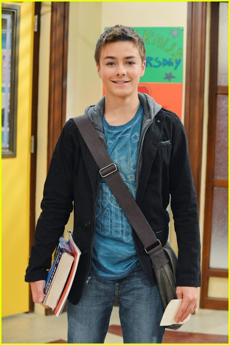 how old is girl meets world peyton meyer Peyton meyer is back on tv tonight the former girl meets world star will be guest starring on abc's american housewife tonight alongside meg donnelly, who plays taylor otto on the show.