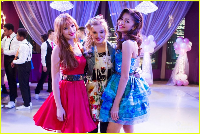Fakedcelebs Olivia Holt Ryan Newman And Bella Thorne