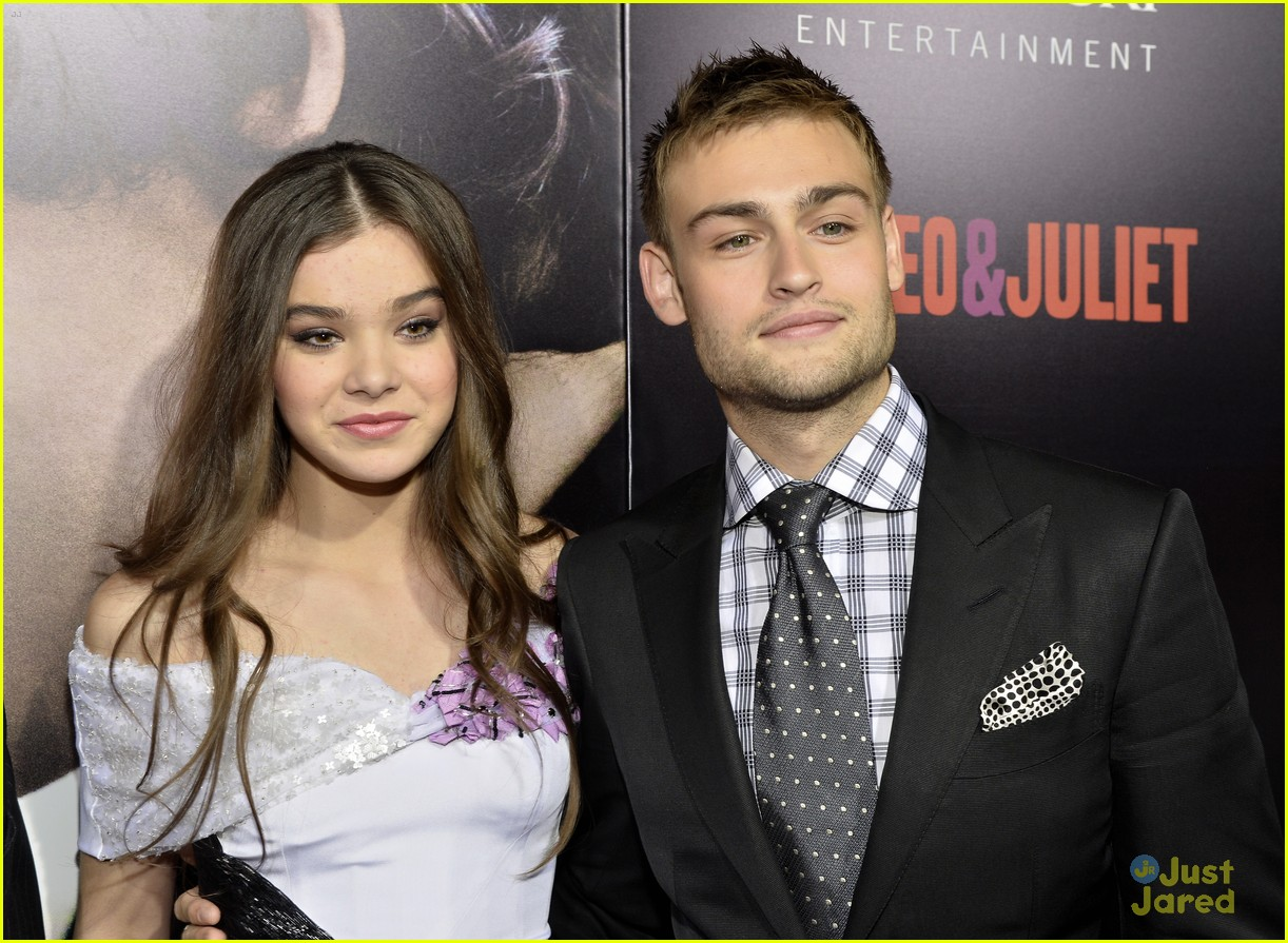 is hailee steinfeld dating douglas booth Hailee steinfeld height, weight, age, bio, measurements, net worth & wiki affairs/dating/relation: douglas booth (2012-2013),cameron smoller (2016-present).