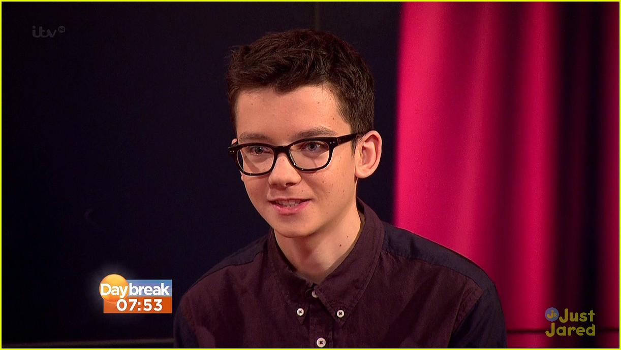 asa butterfield enders daybreak 02