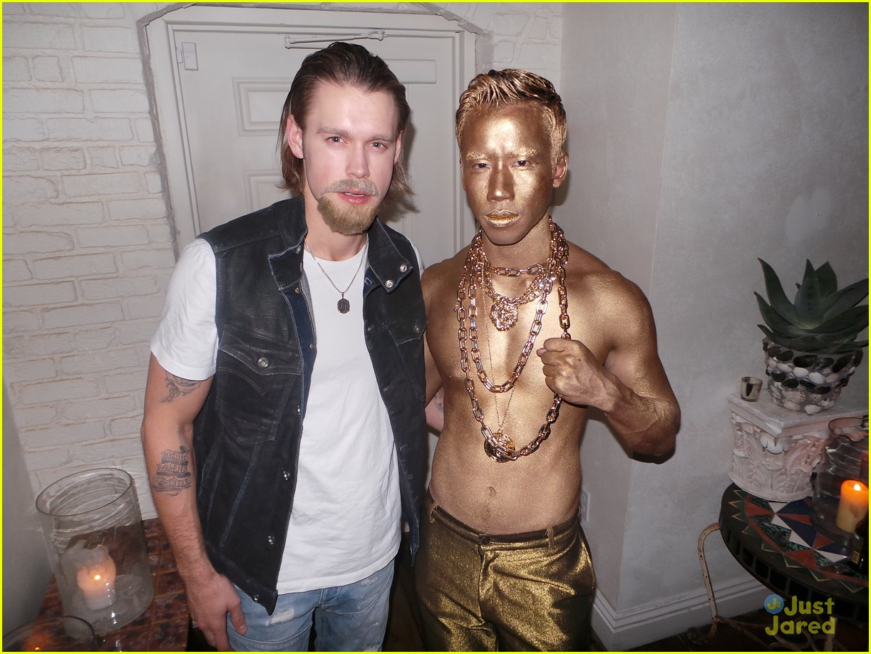 chord overstreet chris colfer matt morrisons halloween party 04