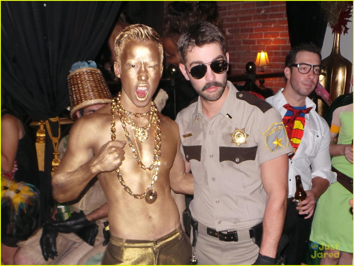 chord overstreet chris colfer matt morrisons halloween party 07
