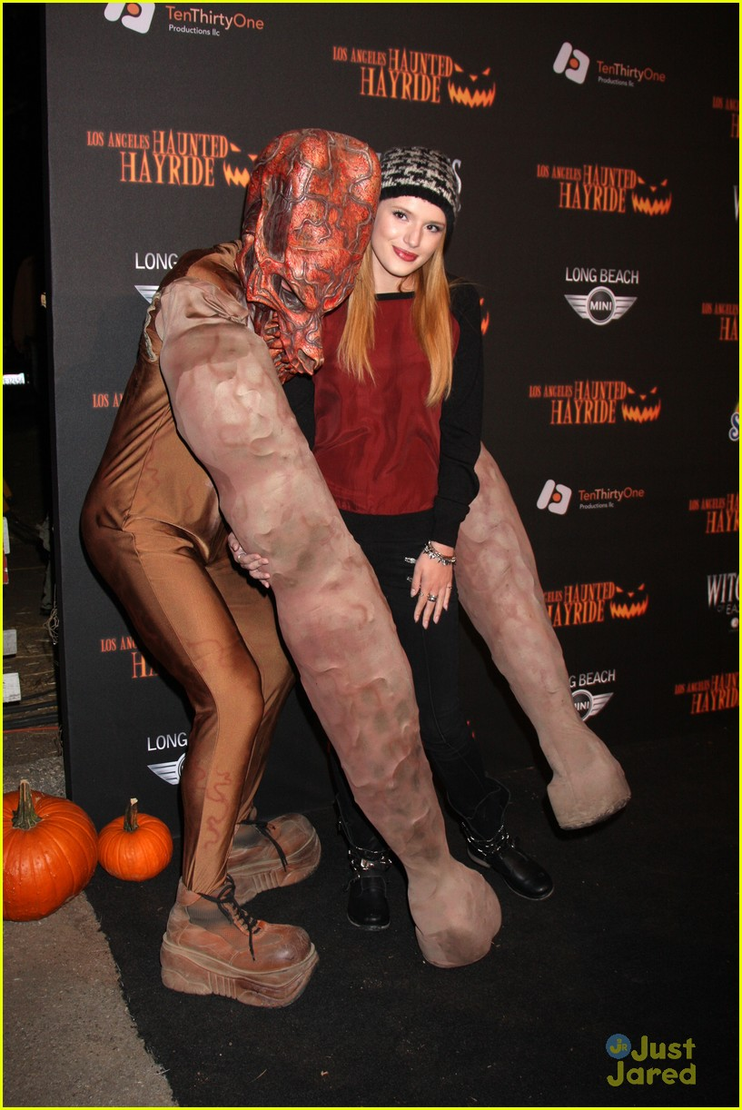 About This Set Bella Thorne Arrives On The Black Carpet At