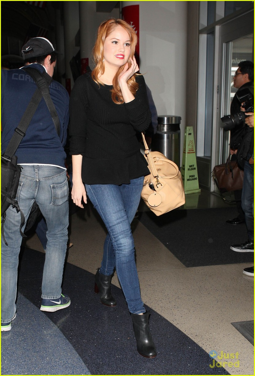 debby ryan flight out lax 09
