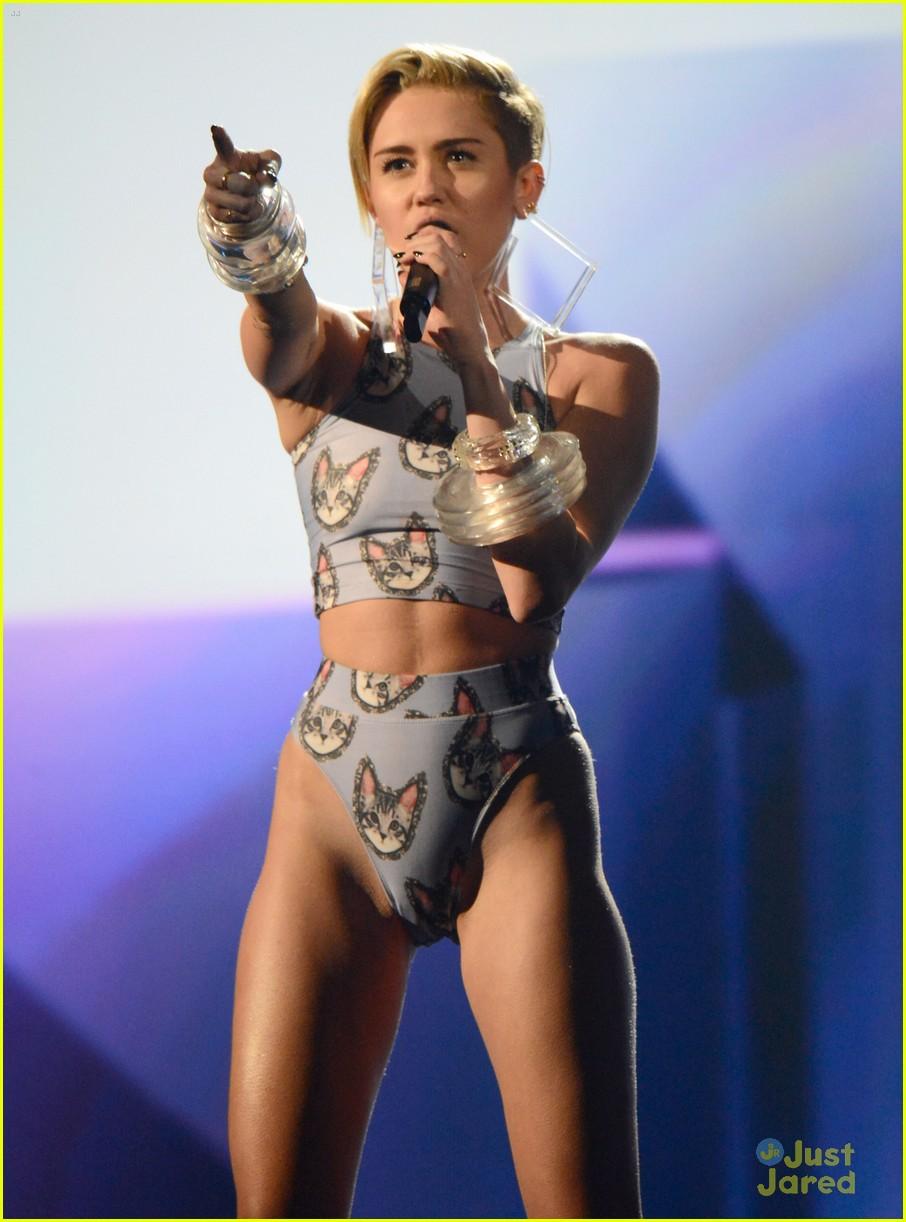 Miley Cyrus AMA Performance 2013