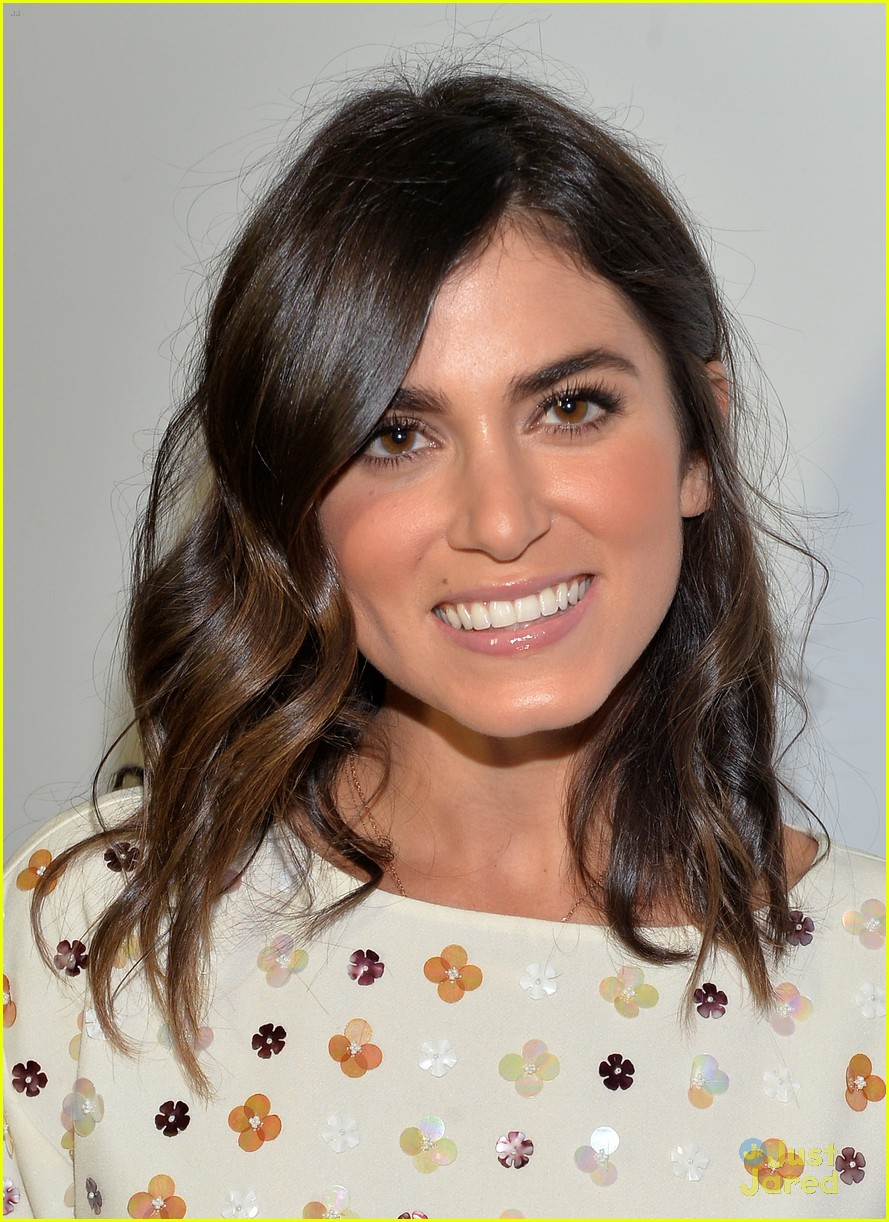 nikki reed shenae grimes cassie scerbo jeans event 08