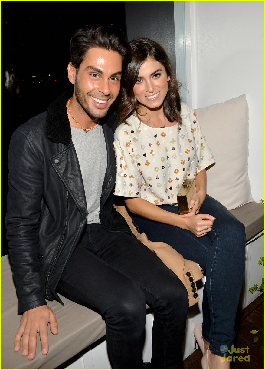 nikki reed shenae grimes cassie scerbo jeans event 12