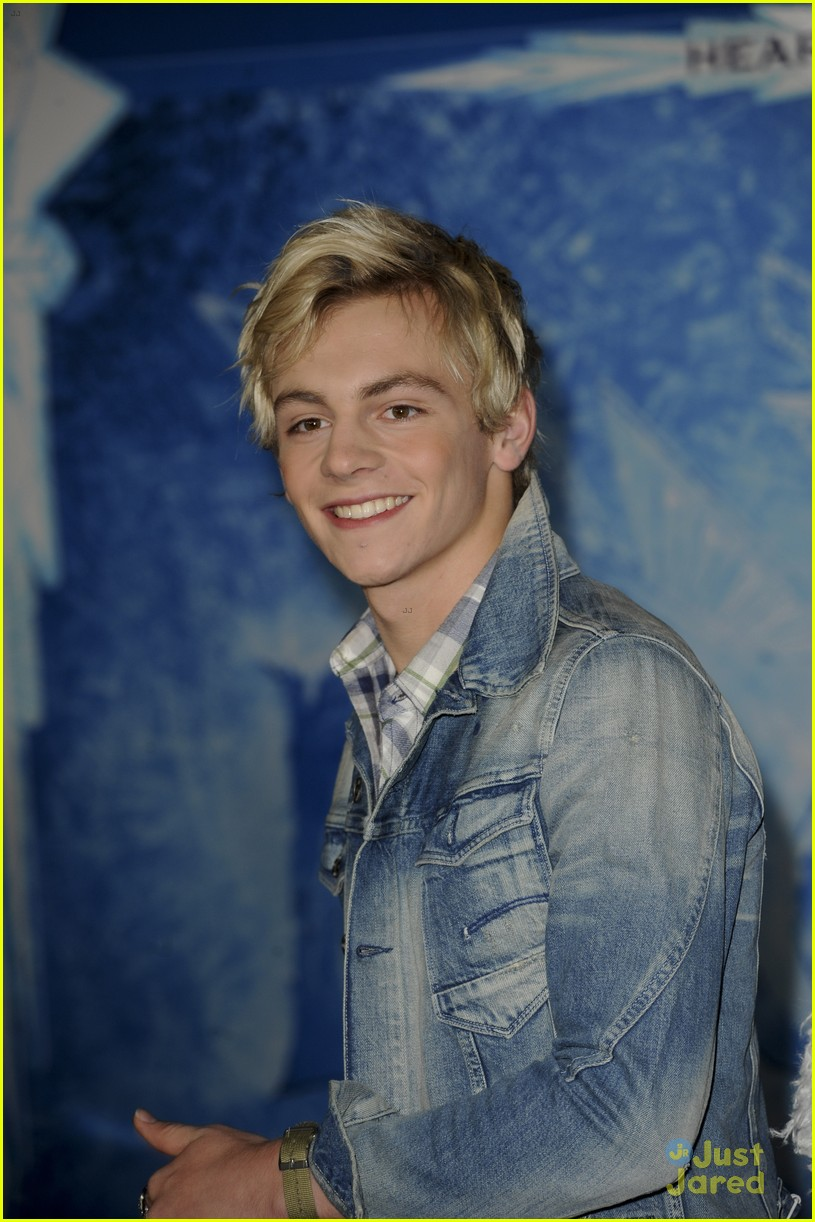 r5 china mcclain frozen premiere attendees 08