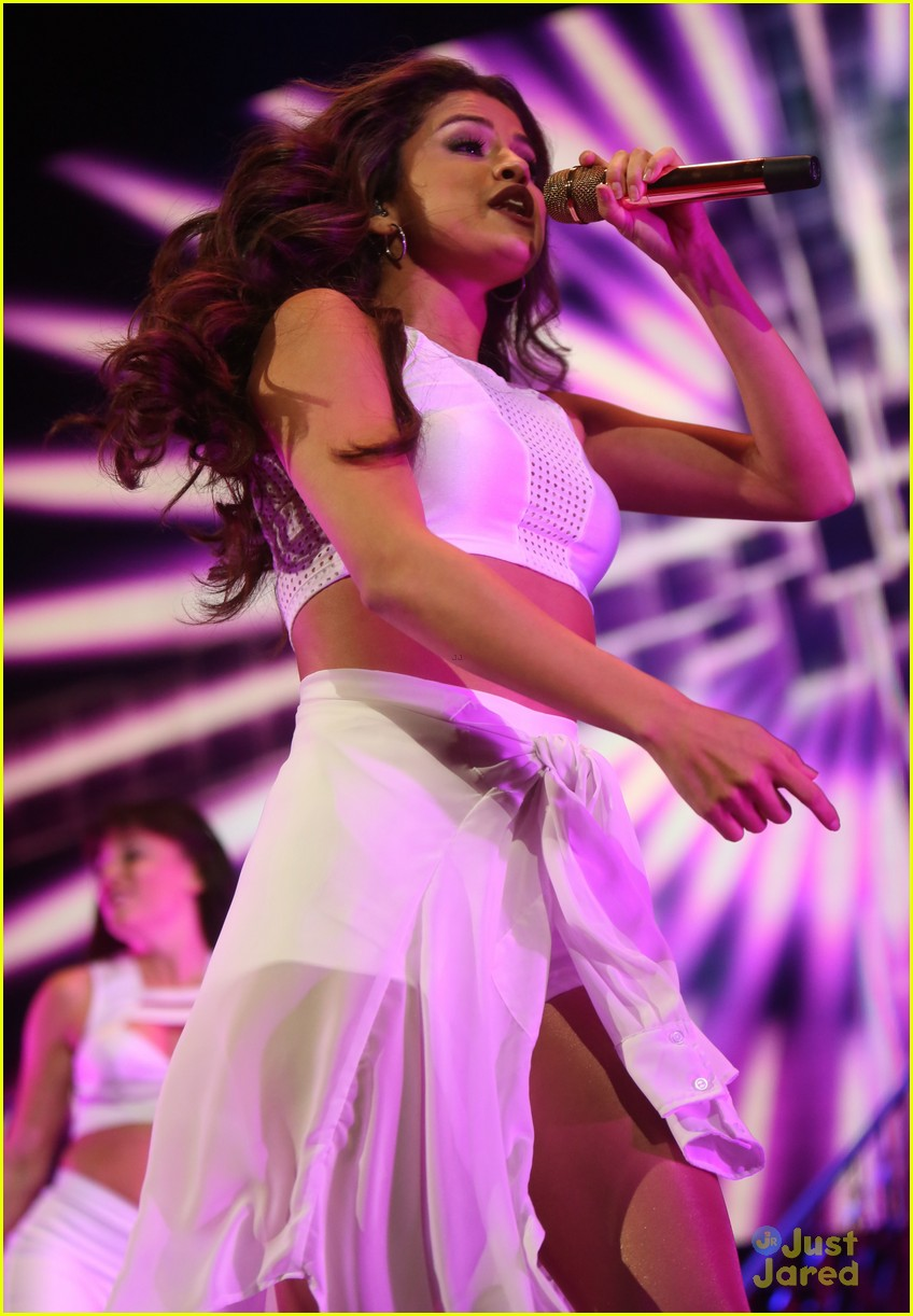 Selena Gomez: 'Slow Down' Tour Video - Watch Now! | Photo 614018 - Photo Gallery | Just Jared Jr.