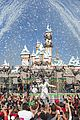 Demi-parade demi lovato sings let it go at disney christmas parade video 01
