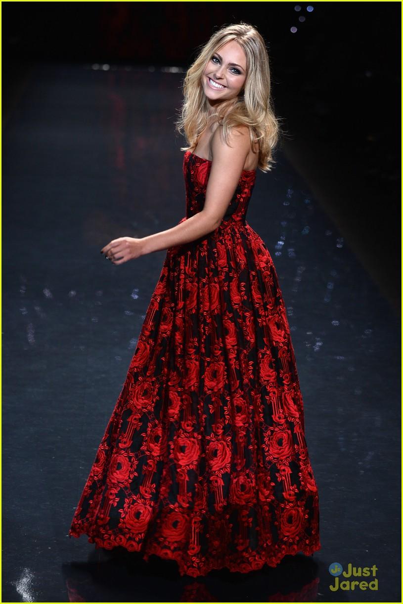 annasophia robb red dress fashion show 2014 09