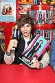 Unionj-hamleys union j doll signing hamleys 12