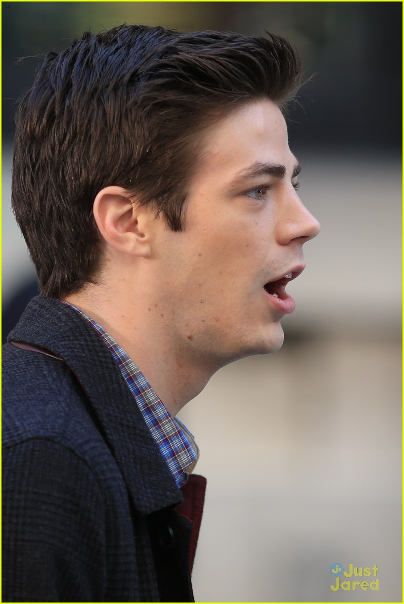 grant gustin broke twitter after flash costume reveal photo 652337