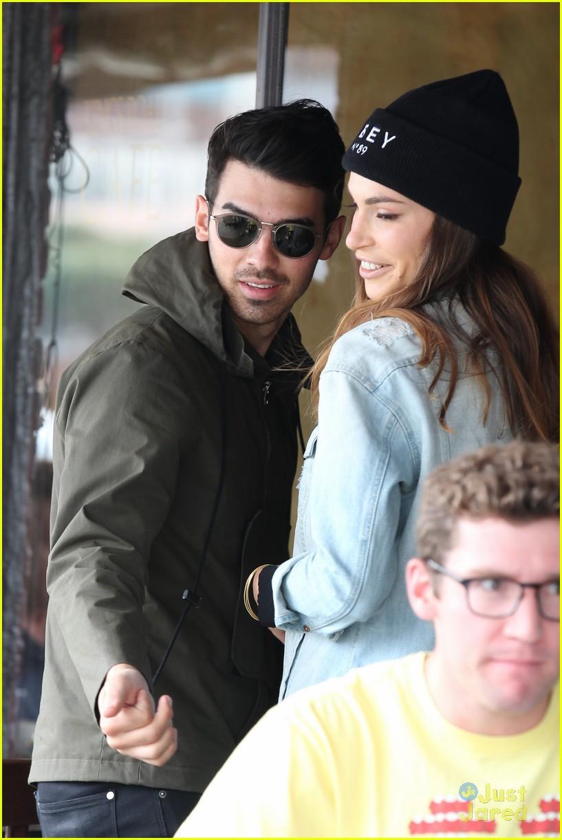 Daydream Stars: Joe Jonas & Blanda Eggenschwiler Grab a ...
