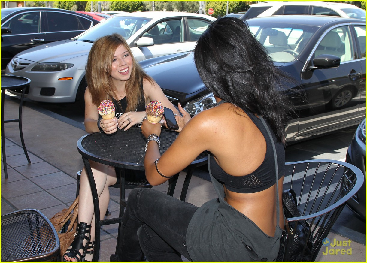 jennette mccurdy ice cream cone hot day 05