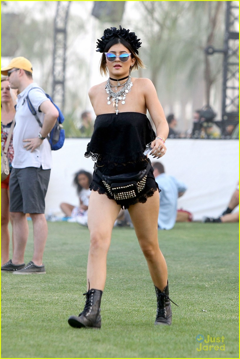 Kendall u0026 Kylie Jenner Color Coordinate Their Coachella Clothes! | Photo 662760 - Photo Gallery ...