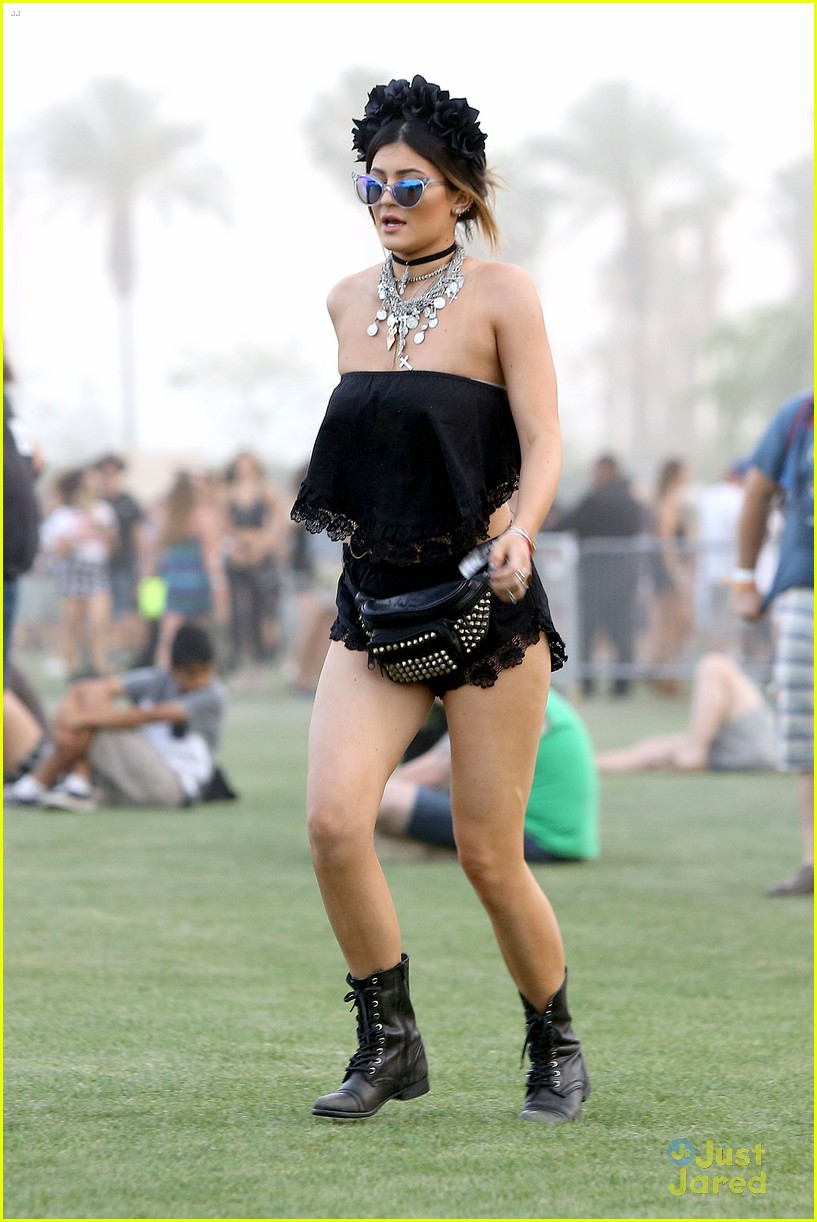 Kendall u0026 Kylie Jenner Color Coordinate Their Coachella Clothes! | Photo 662783 - Photo Gallery ...