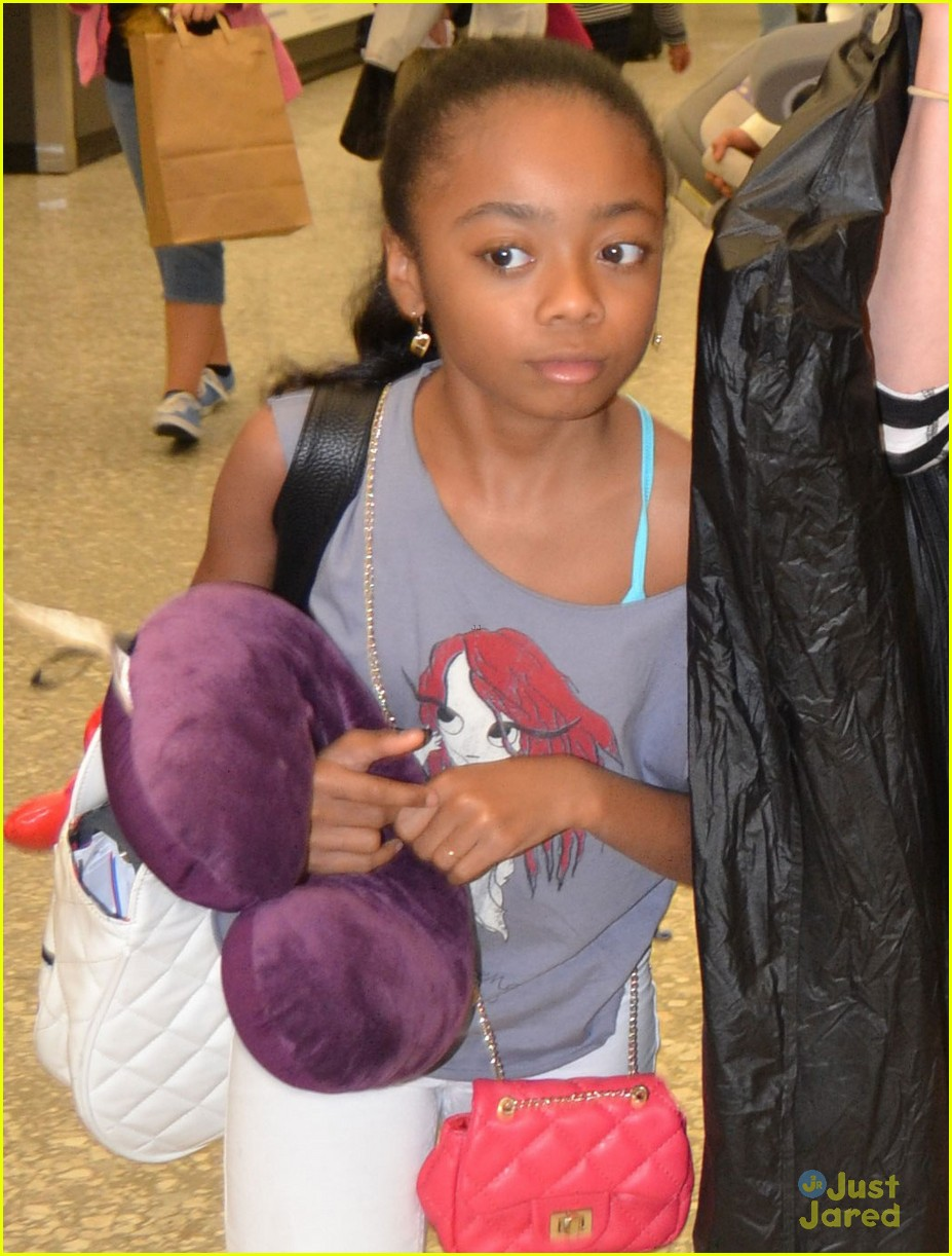 peyton list skai jackson touch down dc together 02