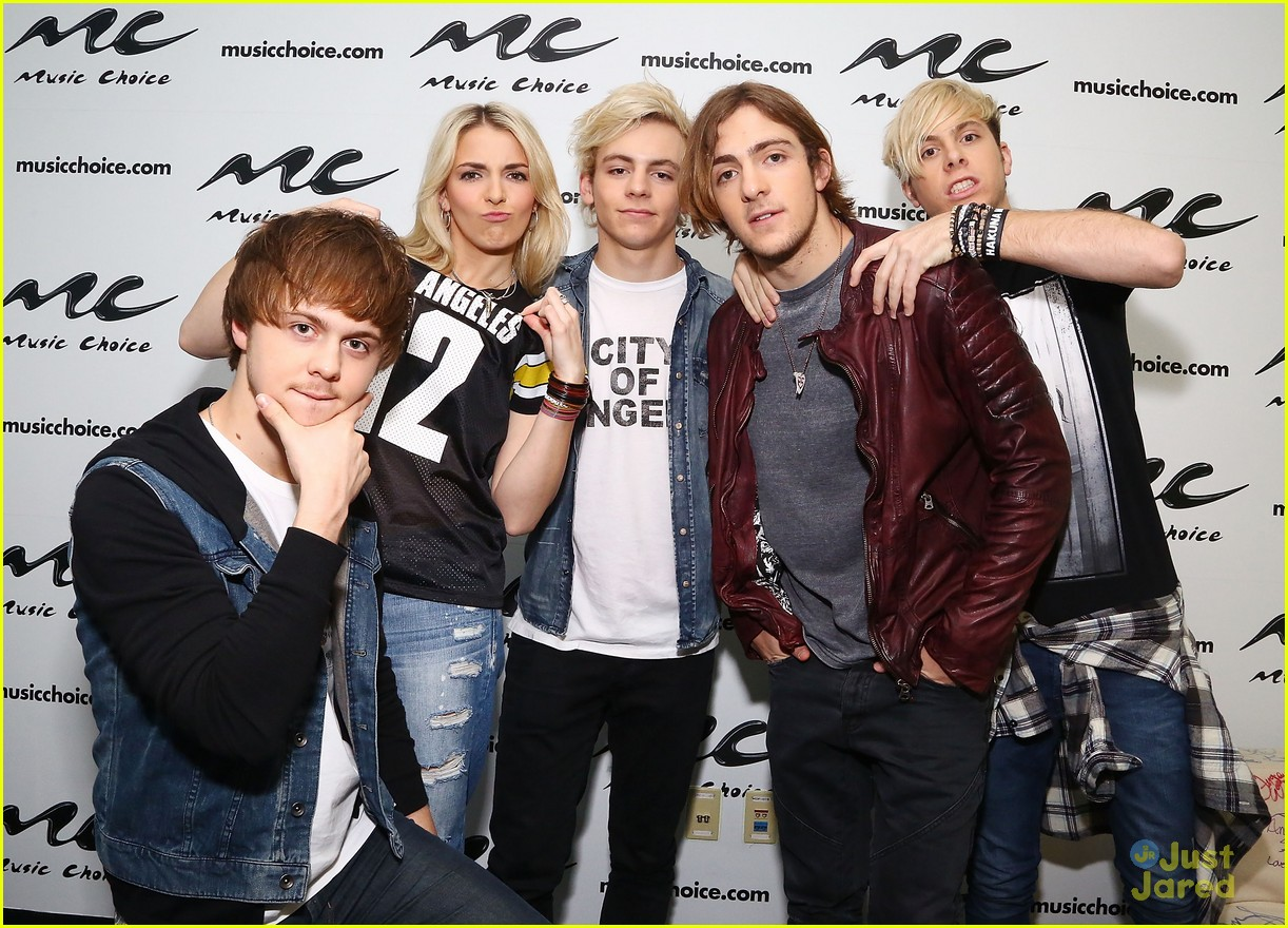 r5 jams out with some fans05