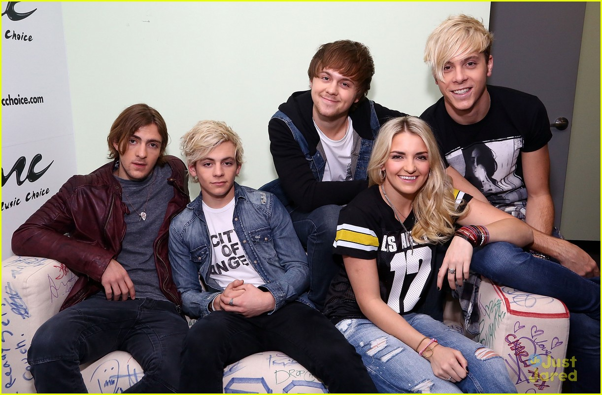 r5 jams out with some fans09