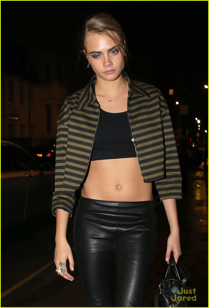 Cara Delevingne is Not Afraid to Show Off Her Amazing Abs ... Zac Efron Nyc
