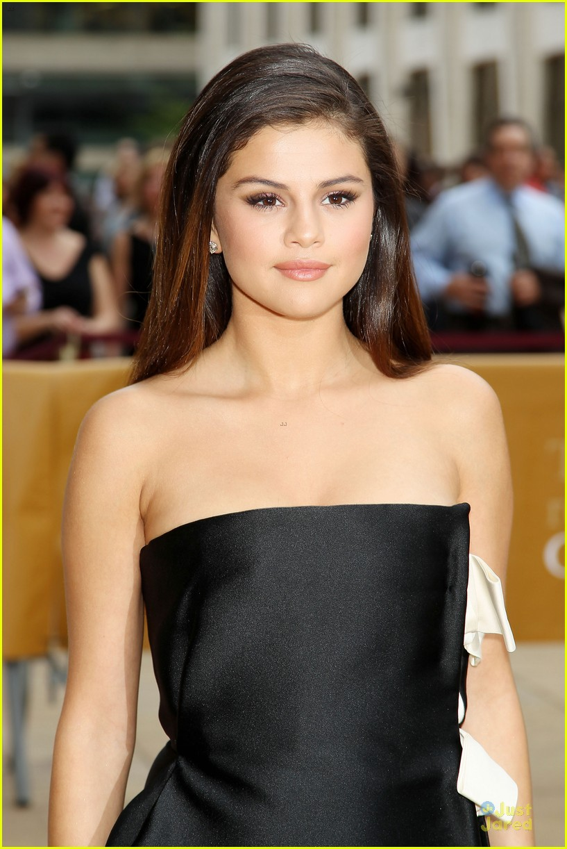 Selena Gomez Looks Effortlessly Beautiful At American