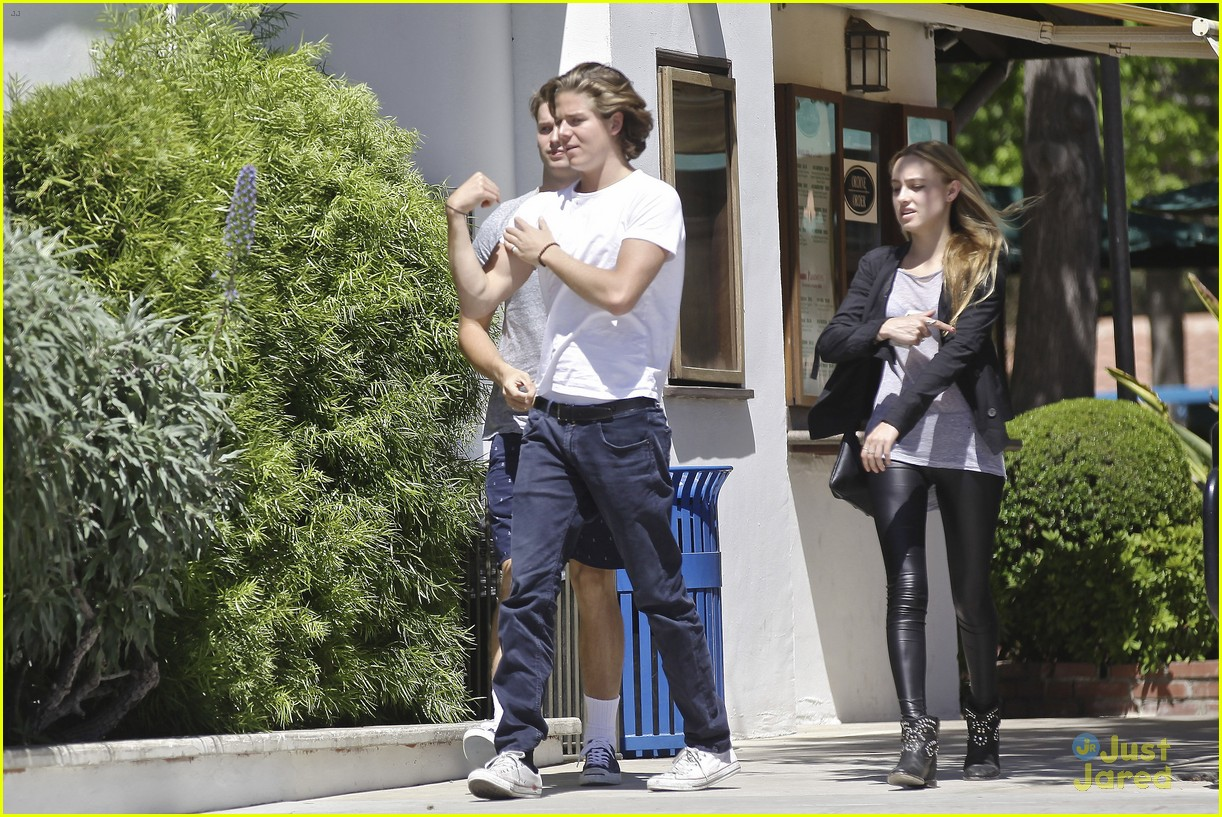 patrick schwarzenegger lunches in malibu with girlfriend tootsie burns 14