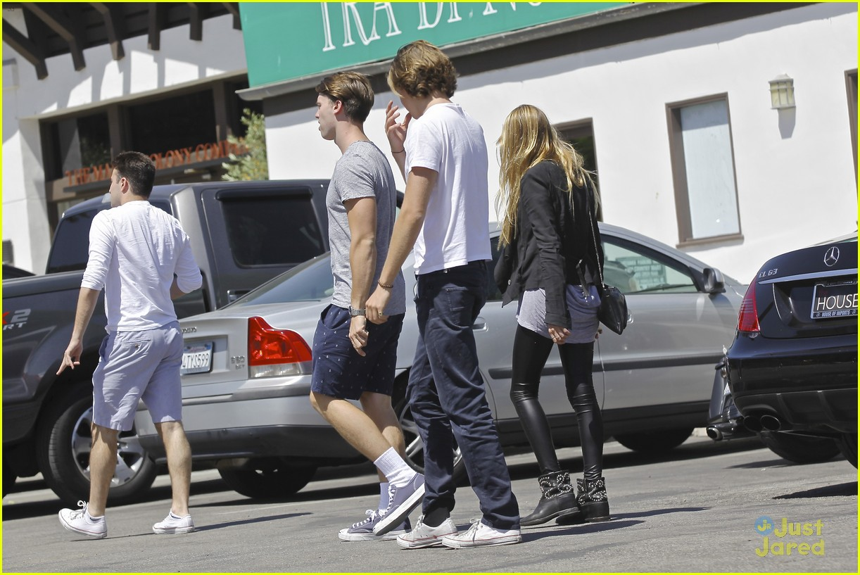 patrick schwarzenegger lunches in malibu with girlfriend tootsie burns 20