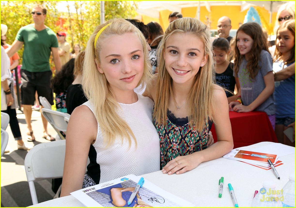 Photo of Genevieve Hannelius & her friend   Peyton List