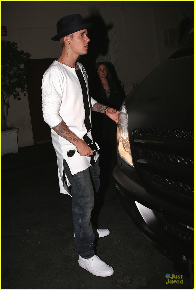 are justin and selena dating 2014 Sources confirm that justin bieber and selena gomez are officially back  selena was still dating the weeknd at the time  and dated on and off until 2014.