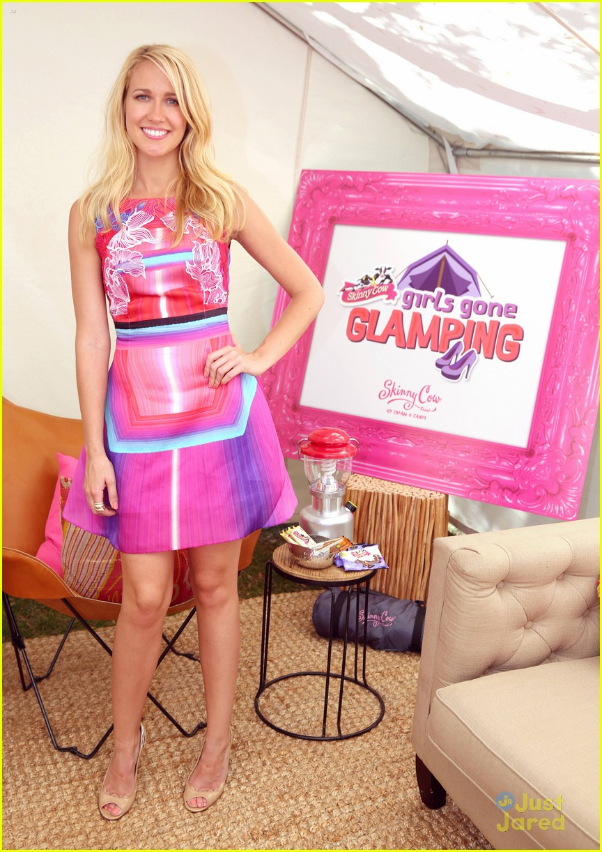 anna camp glamping brittany snow vegas 15