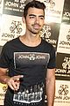 Joe-pizza joe jonas reveals favorite kind of pizza 30