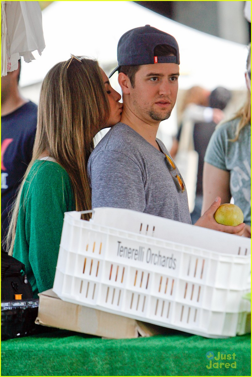 logan henderson mackenzie vega new couple kiss 02