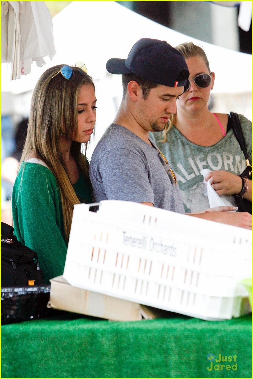 logan henderson mackenzie vega new couple kiss 04