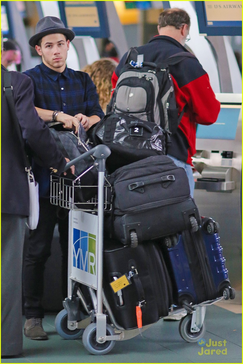 nick jonas airport after we day 05