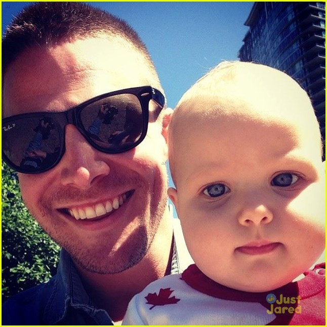Stephen Amell & Daughter Mavi Help Celebrate Cassandra ...