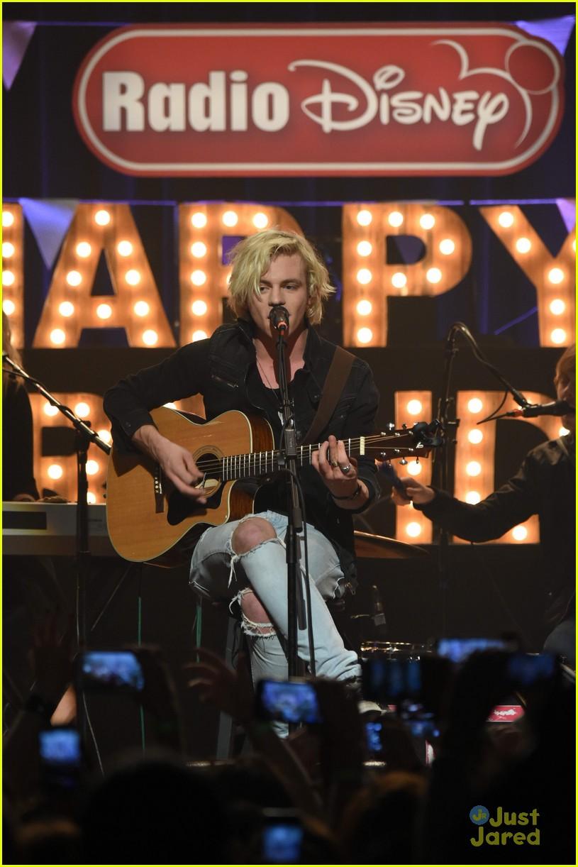 r5 radio disney birthday performance pics 17