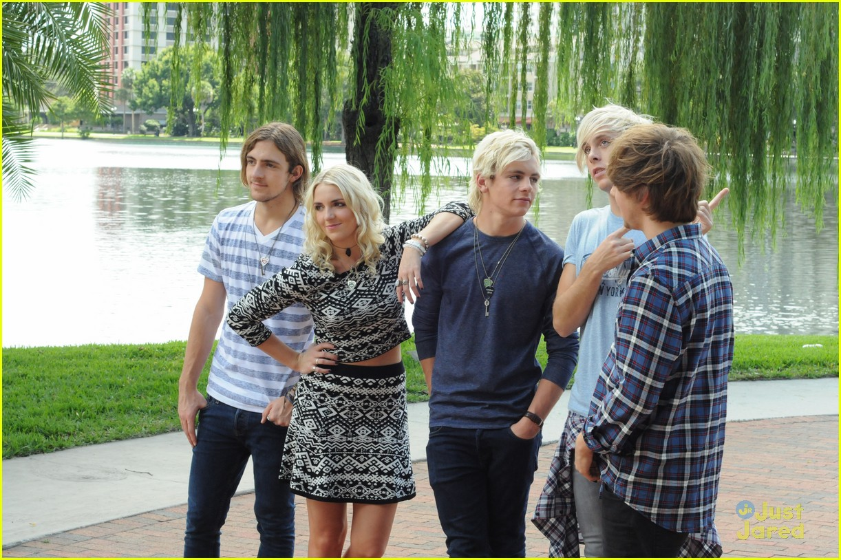 r5 ragged mag bts shots 01